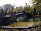 Живописный мост через пруд Лопатинского сада
