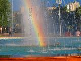 Радуга в городском фонтане
