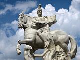 Скульптура в центре города Истры