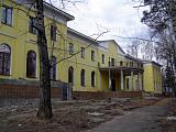 Интересное здание желтого цвета