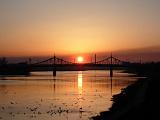 Старый мост с видом на закат