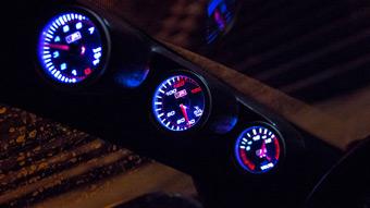 Дополнительные приборы в авто. Какие бывают и для чего нужны?
