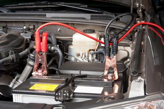 Обслуживание и зарядка аккумулятора автомобиля
