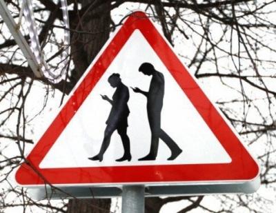 В Москве появился дорожный знак «Осторожно: зомби!»